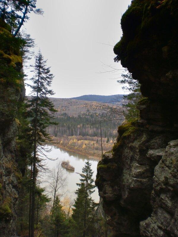 Вид с Ветлана на Вишеру и Полюд-камень