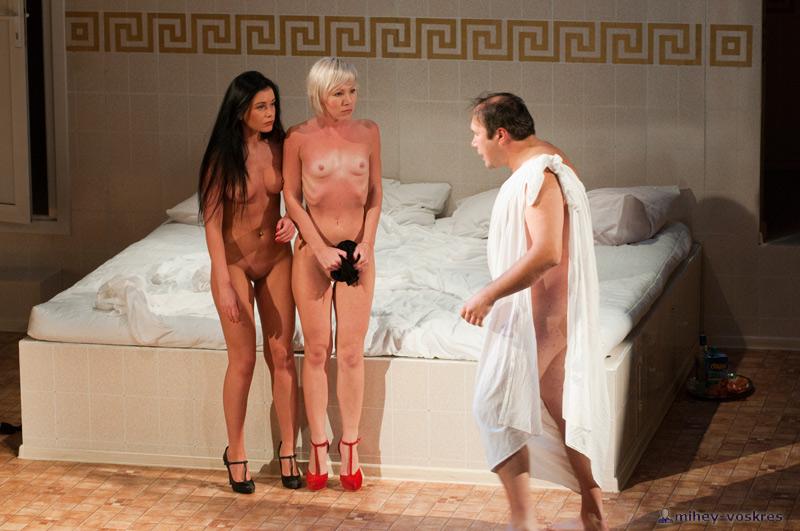 фото голые актеры в театре