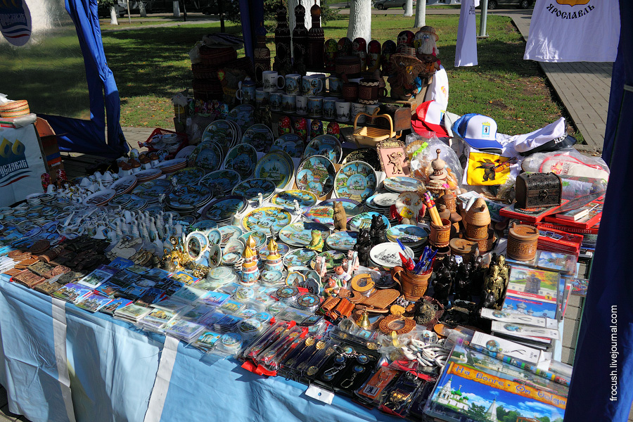Сувениры на улицах Ярославля