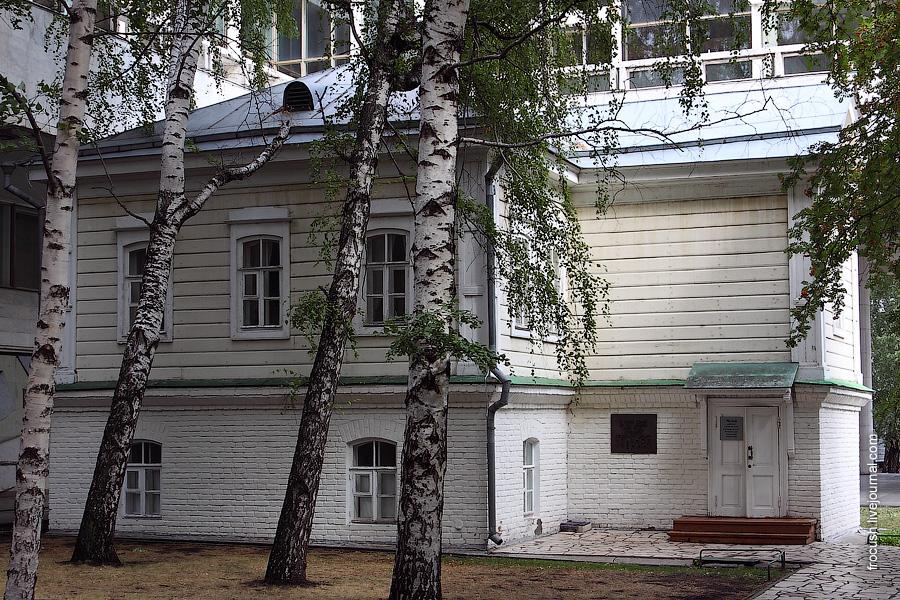 В этом доме 22 апреля 1870 года родился Владимир Ильич Ульянов (Ленин)