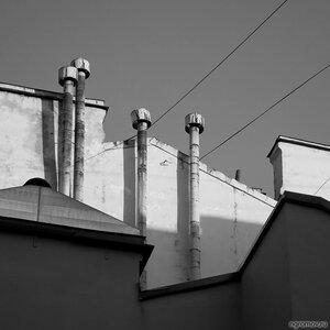Формы Петербурга (монохром, стена, труба)