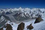 вид на север с высоты ~ 6800, видны Хан-Тенгри, ледник Звездочка, Иныльчек