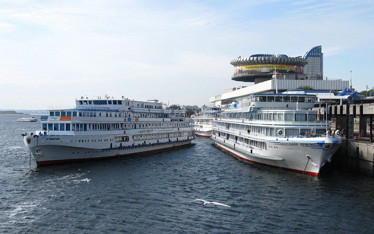 Cruise ships in Volgograd