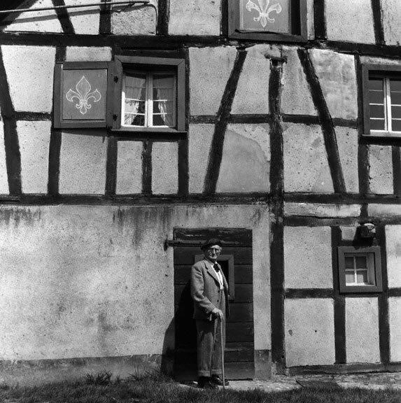 немецкий фотограф August Sander у своего дома