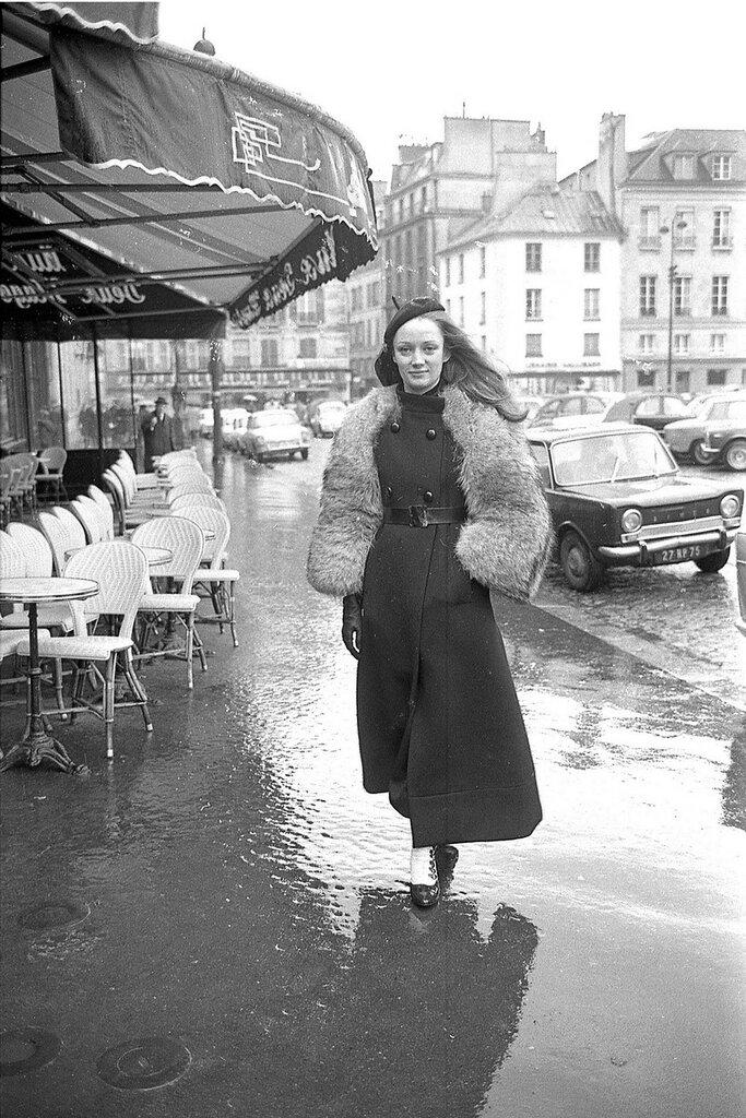 Niki de Saint Phalle in Paris in 1965.jpg
