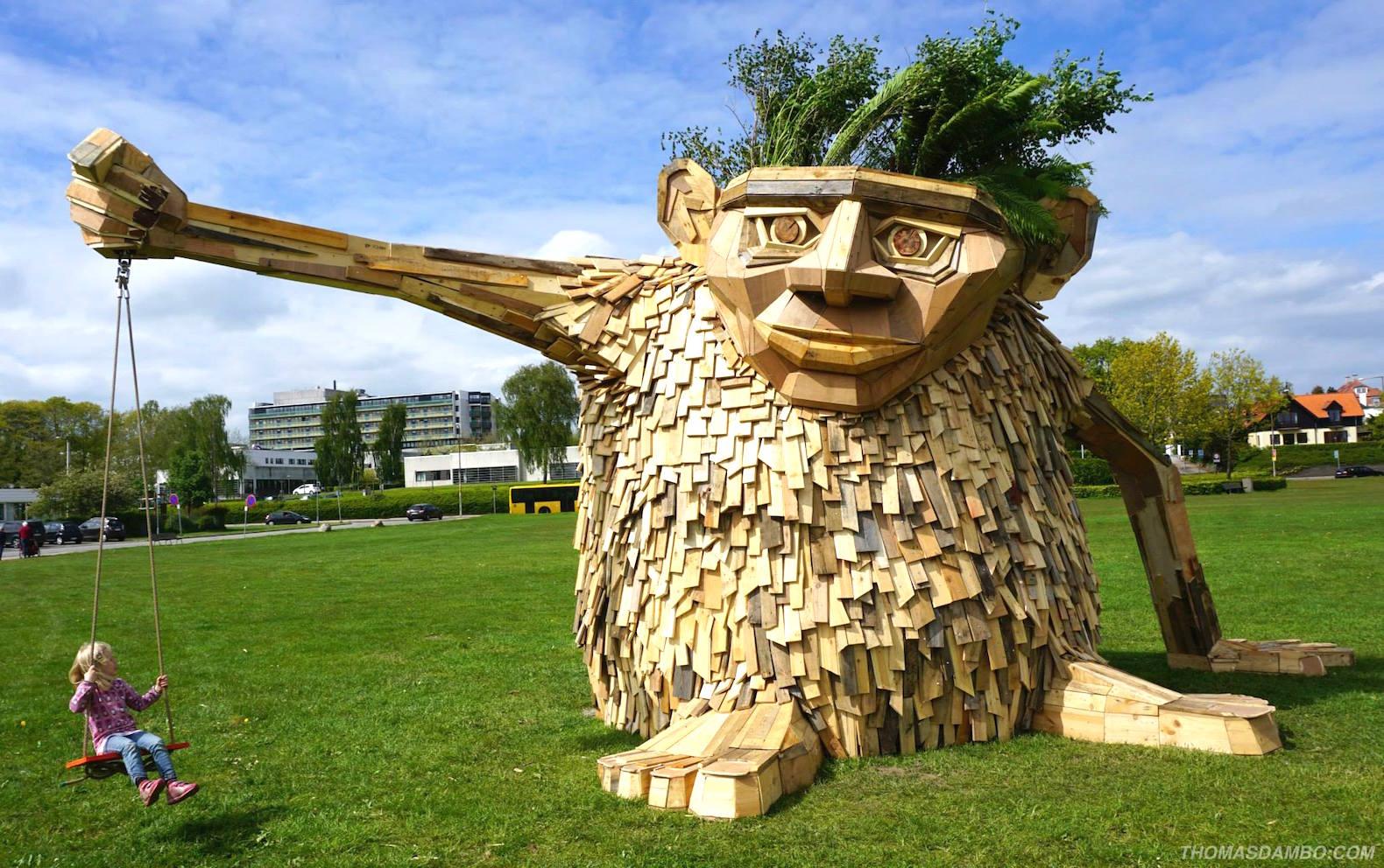 Деревянная скульптура - тролль