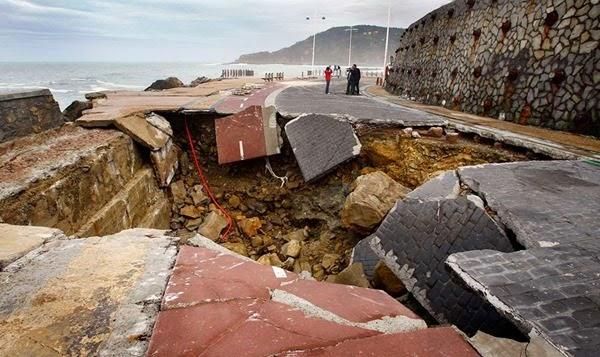 Самые необычные и огромные ямы на дорогах во всем мире 0 12cf8d 1d83276 orig