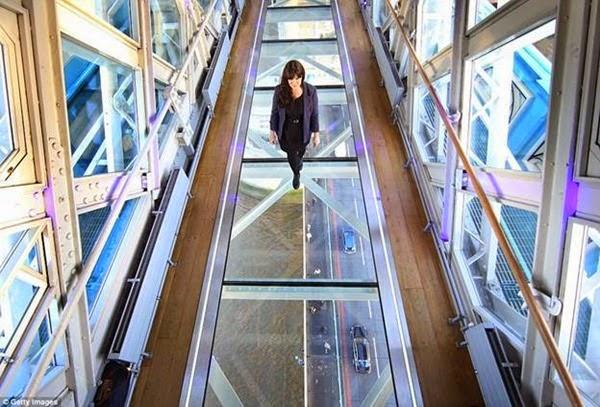В Лондоне открывается прозрачный мост с видом на реку Темза 0 12cf97 c709fe52 orig