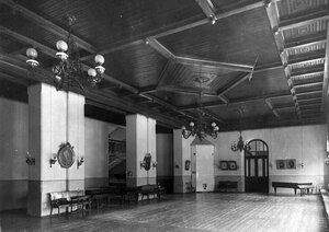 Танцевальный зал в помещении приюта.
