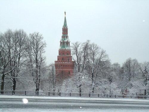 г Москва. Вид на Храм Христа-Спасителя из Кремля