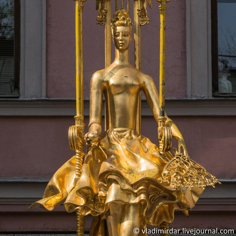 Памятник-фонтан «Принцесса Турандот». Фокусное 141 мм.