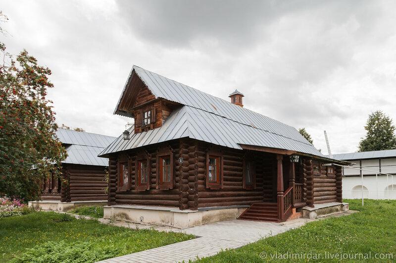 Избы-кельи. Свято-Покровский женский монастырь в Суздале.