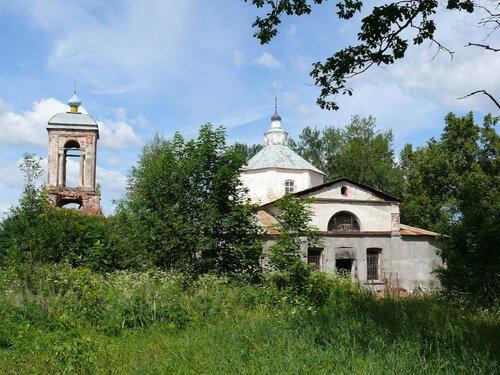 Общий вид Троицкой церкви в Татево