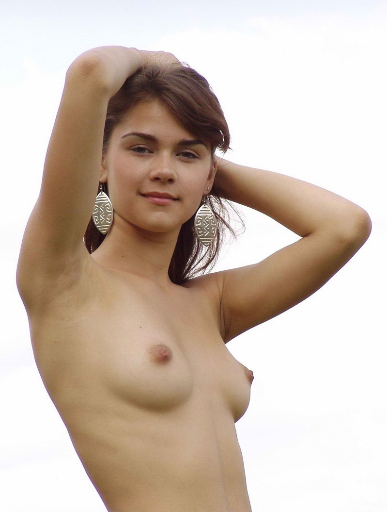 голая девушка