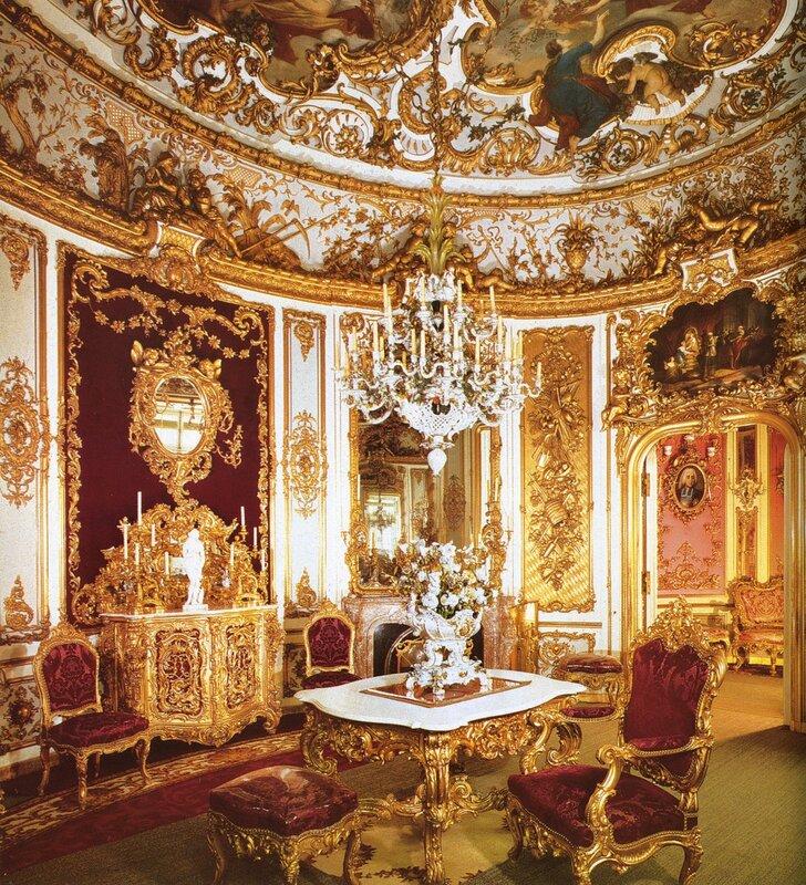 Столовая. Во дворце Линдерхоф
