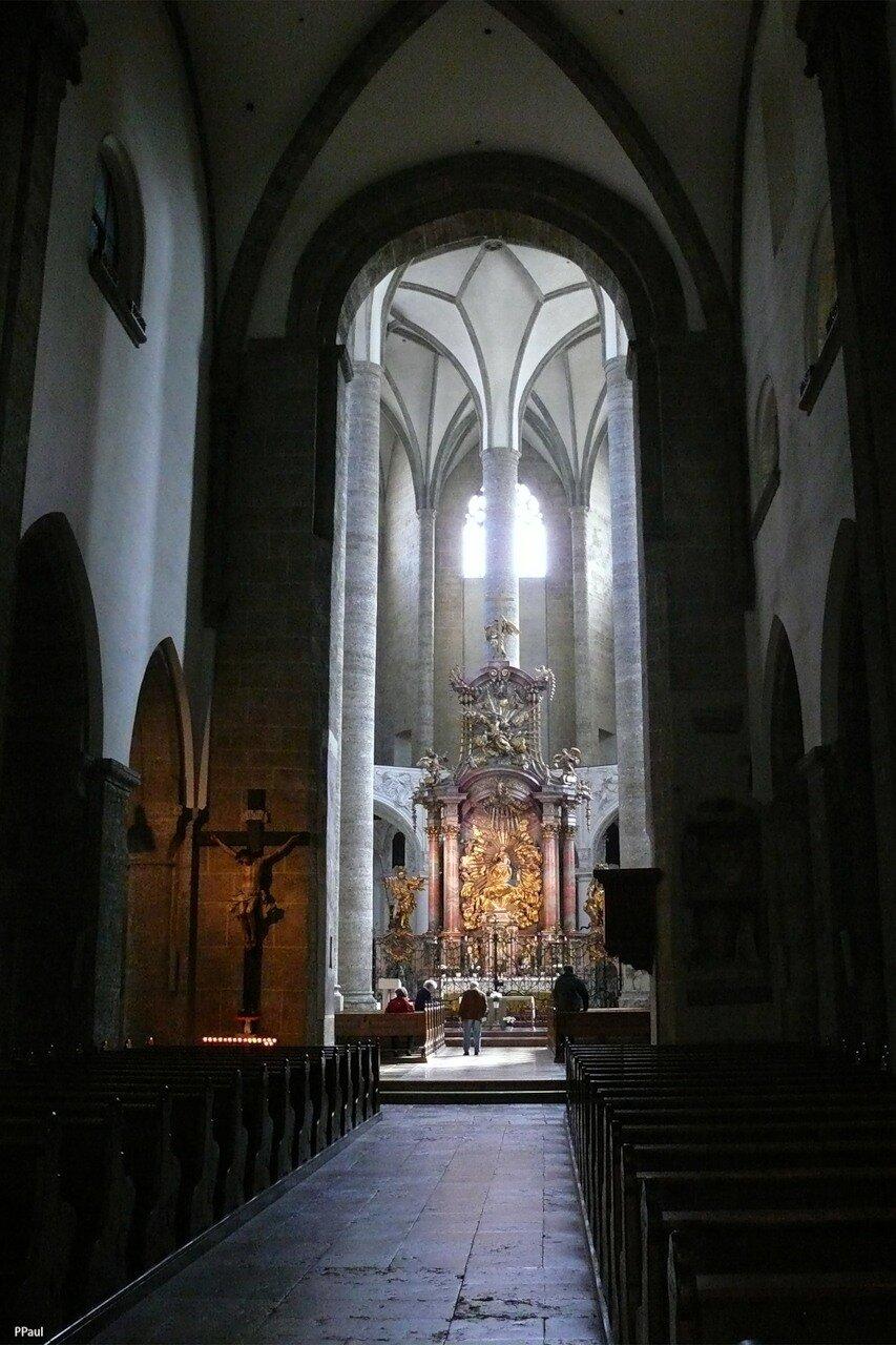 Францисканская церковь в Зальцбурге. Одно из старейших сооружений Зальцбурга, начатое еще в VIII в. и претерпевшее за столетия множество изменений.