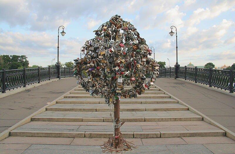 железное дерево любви в Москве