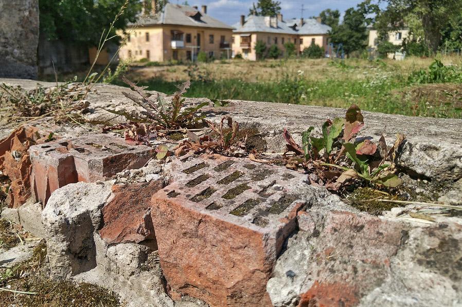 16. Интересно, что расселенные здания соседствуют с такими же, но в которых еще живут люди.