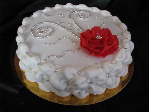 Белые цветы из мастики на торт