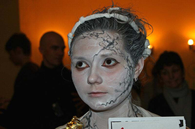 На входе интерактивного шоу 'Арт-ликбез', Саратов, 04 февраля 2012 года