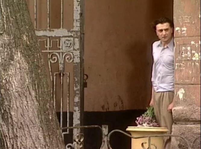 Хитровский пер, 2003 год, телесериал Желанная, 3 серия. В кадре - Александр Лазарев (младший)
