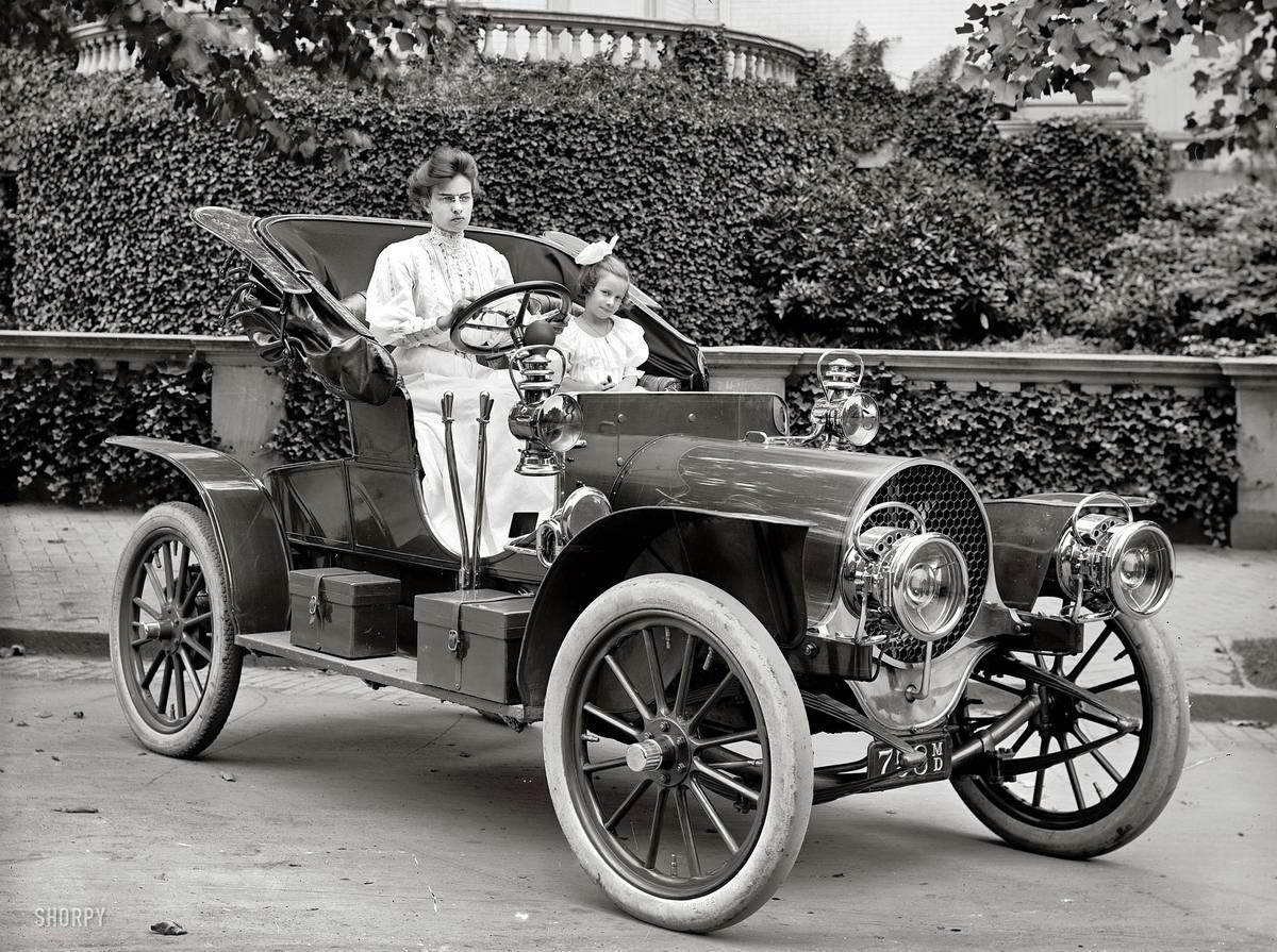 Автомобили и девушки начала 20-го века на снимках американских фотографов (1)
