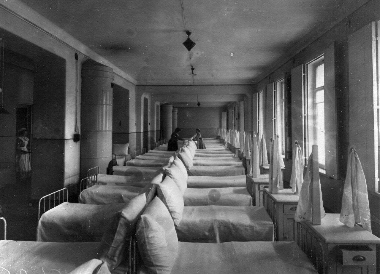 11. Спальня учащихся