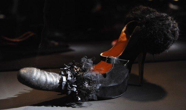 Повесила туфлю на член