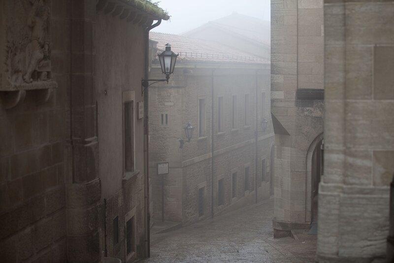 Улицы Сан-Марино в облаке