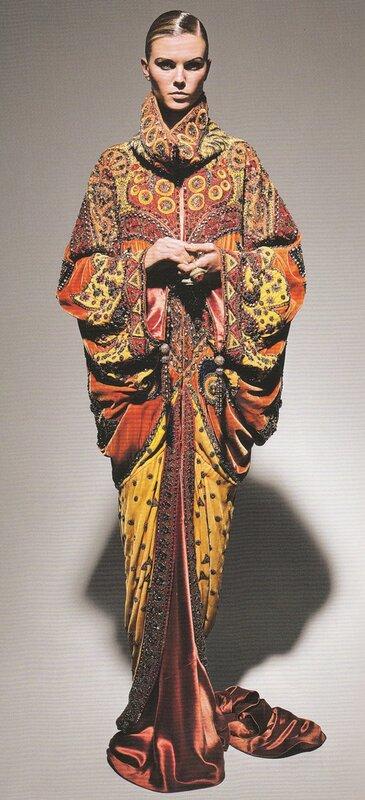 Норковое манто из разноцветных кусочков меха со стразами 1987.88.