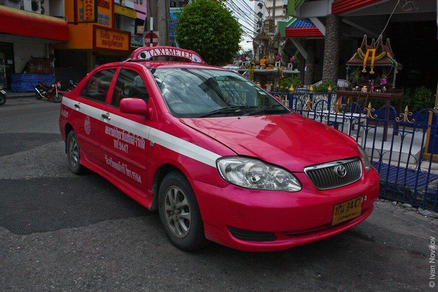 Схема обмана проста: мошенники, называют себя таксистами, однако привозят туристов совершенно к другому...