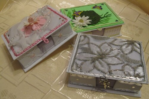 Коробочки для бумаг на офисный стол(подарки подругам) спереди.