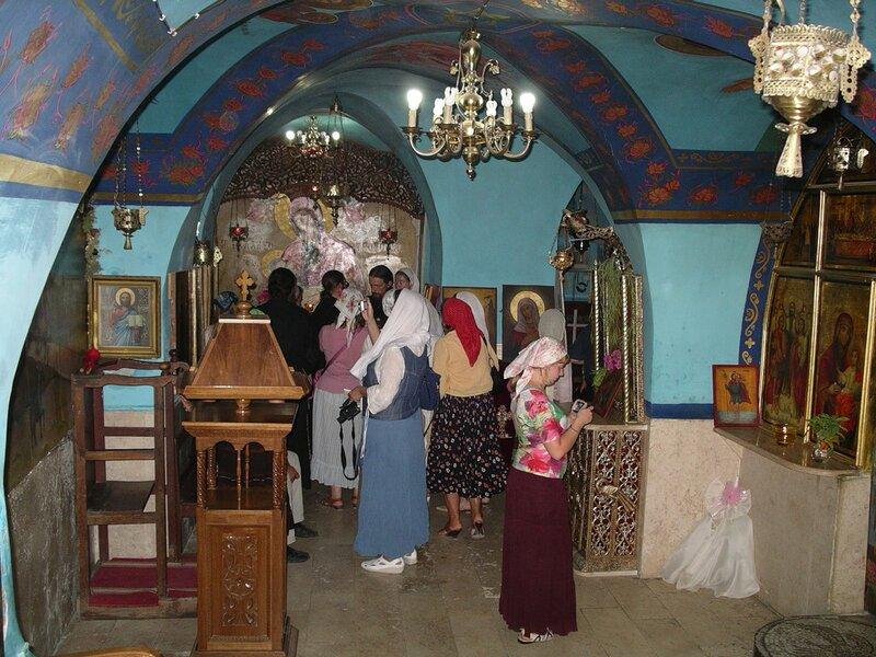 Монастырь преп. Герасима Иорданского в Иорданской пустыне. Маленькая церковь в пещере под главным храмом.