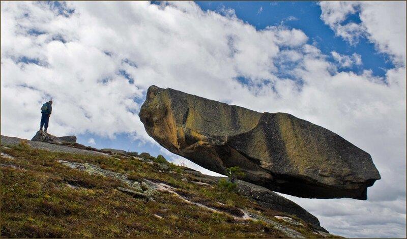 Висячий камень по праву считается самой интересной и притягательной