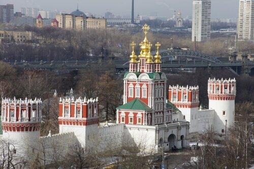 Вход в Новодевичий
