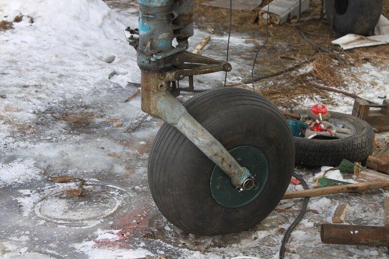 носовая стойка Ил-14Т с новым колесом
