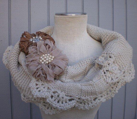 Снуд- это объёмный шарф, который можно носить.