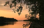 Персиковый закат над рекой