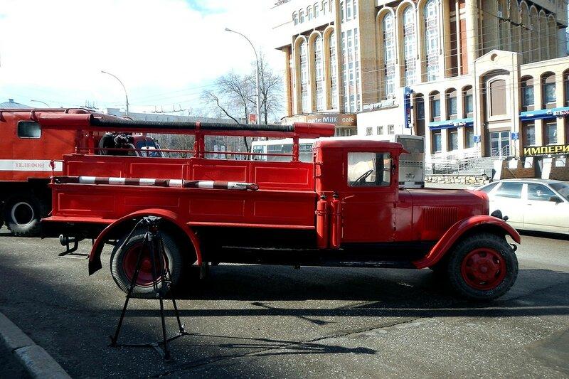 Пожарный ретроавтомобиль ЗИС-11 (ПМЗ-1) - автопробег пожарной спецтехники МЧС 25 апреля 2014 г.