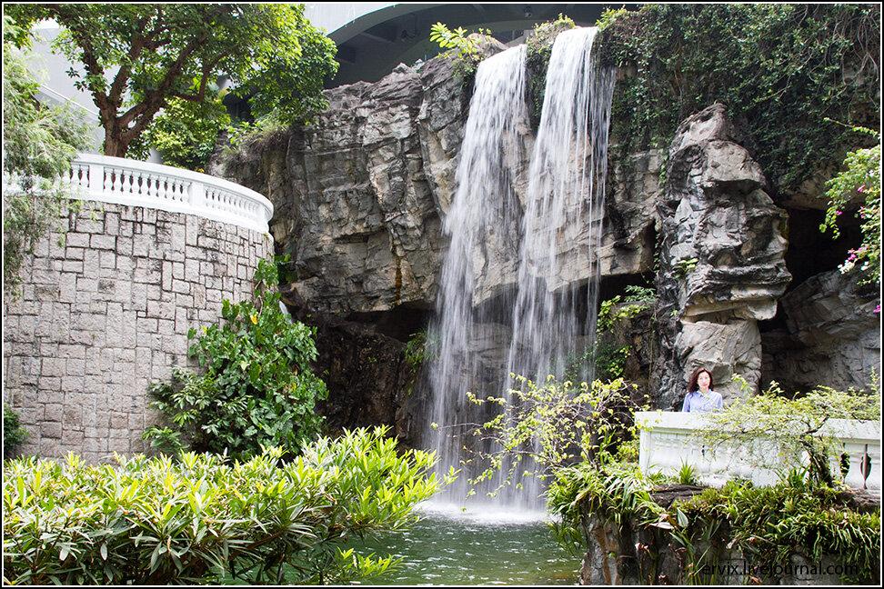 Водопад в Центральном парке Гонконга