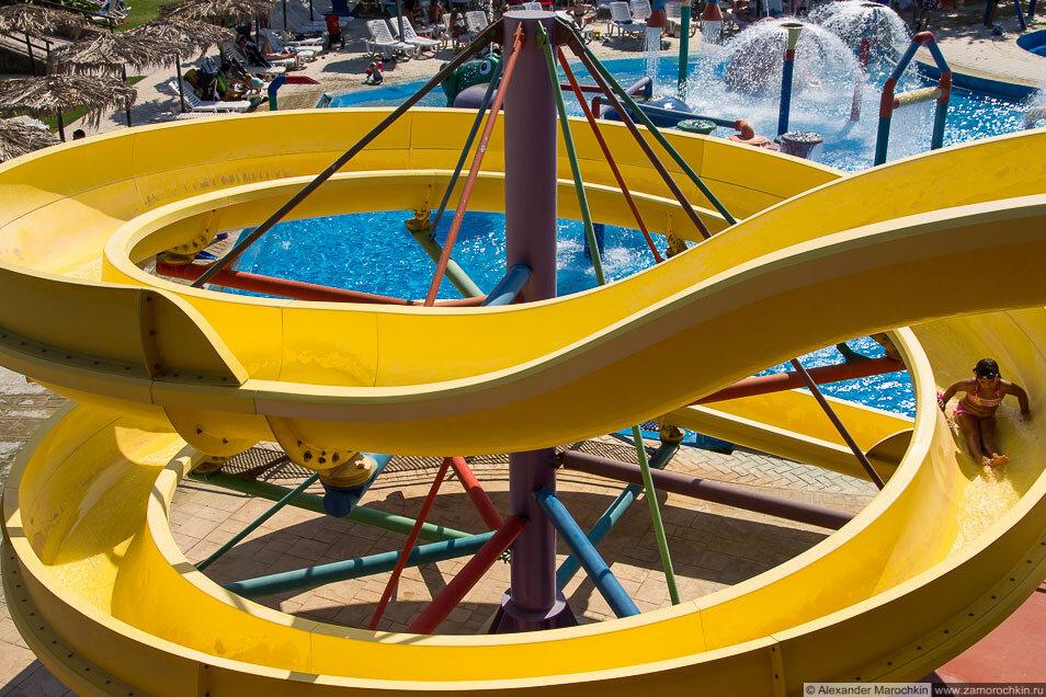 Детская горка в аквапарке Aqualand, Corfu