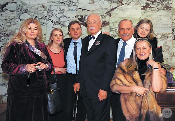 Почему разные фамилии у михалкова и кончаловского