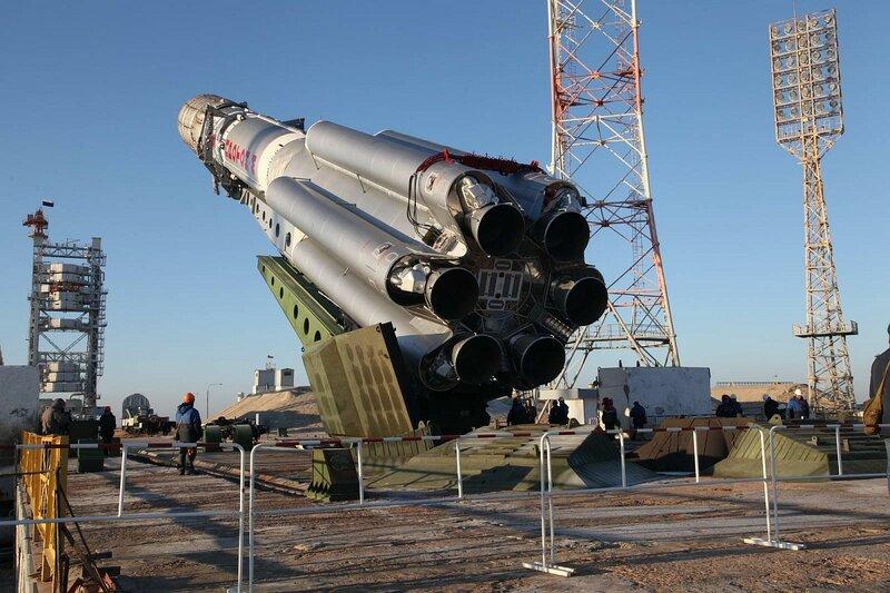 Установка РКН «Протон-М» с КА «Ямал-402» в пусковое устройство стартового комплекса