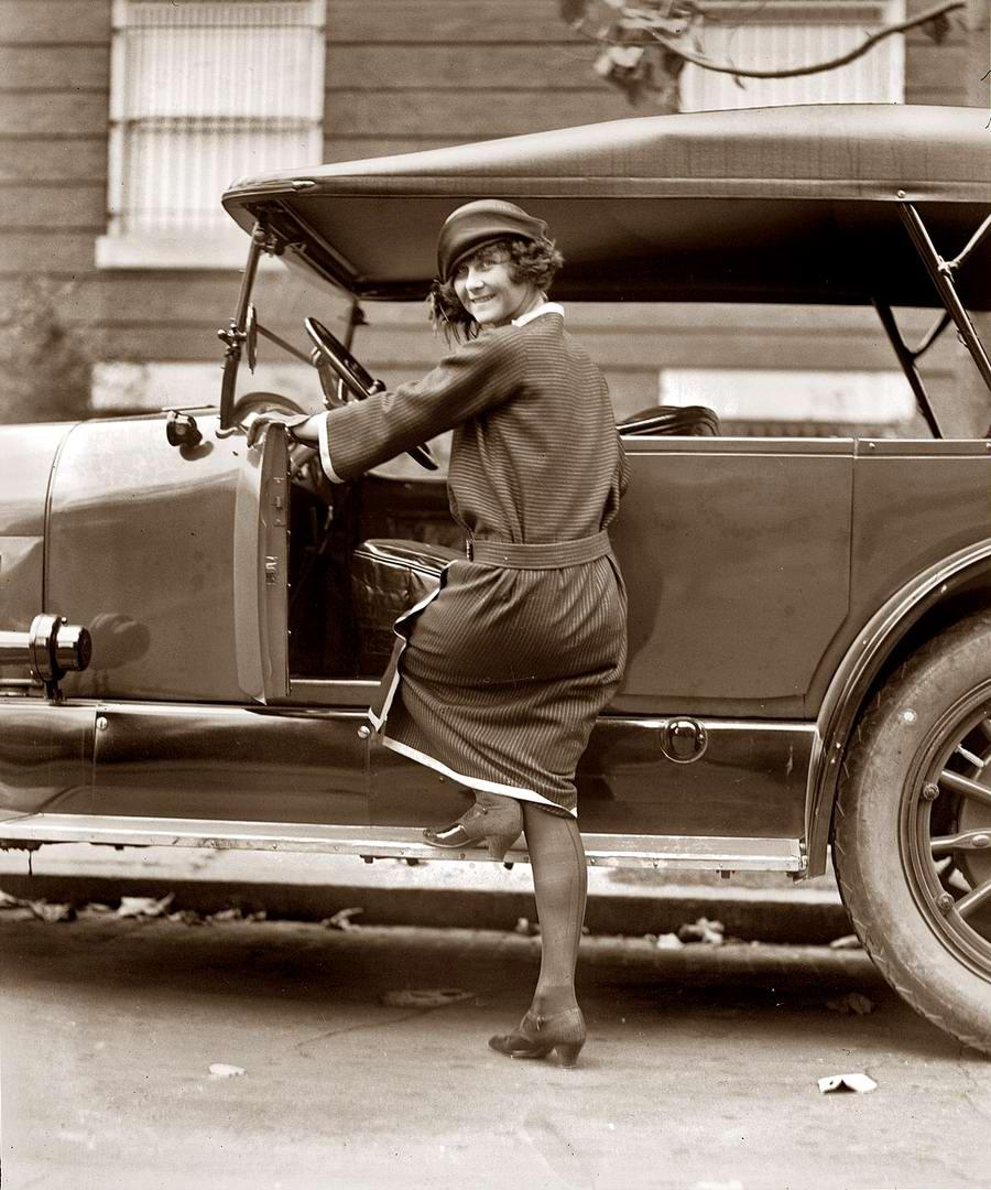 Автомобили и девушки начала 20-го века на снимках американских фотографов (29)