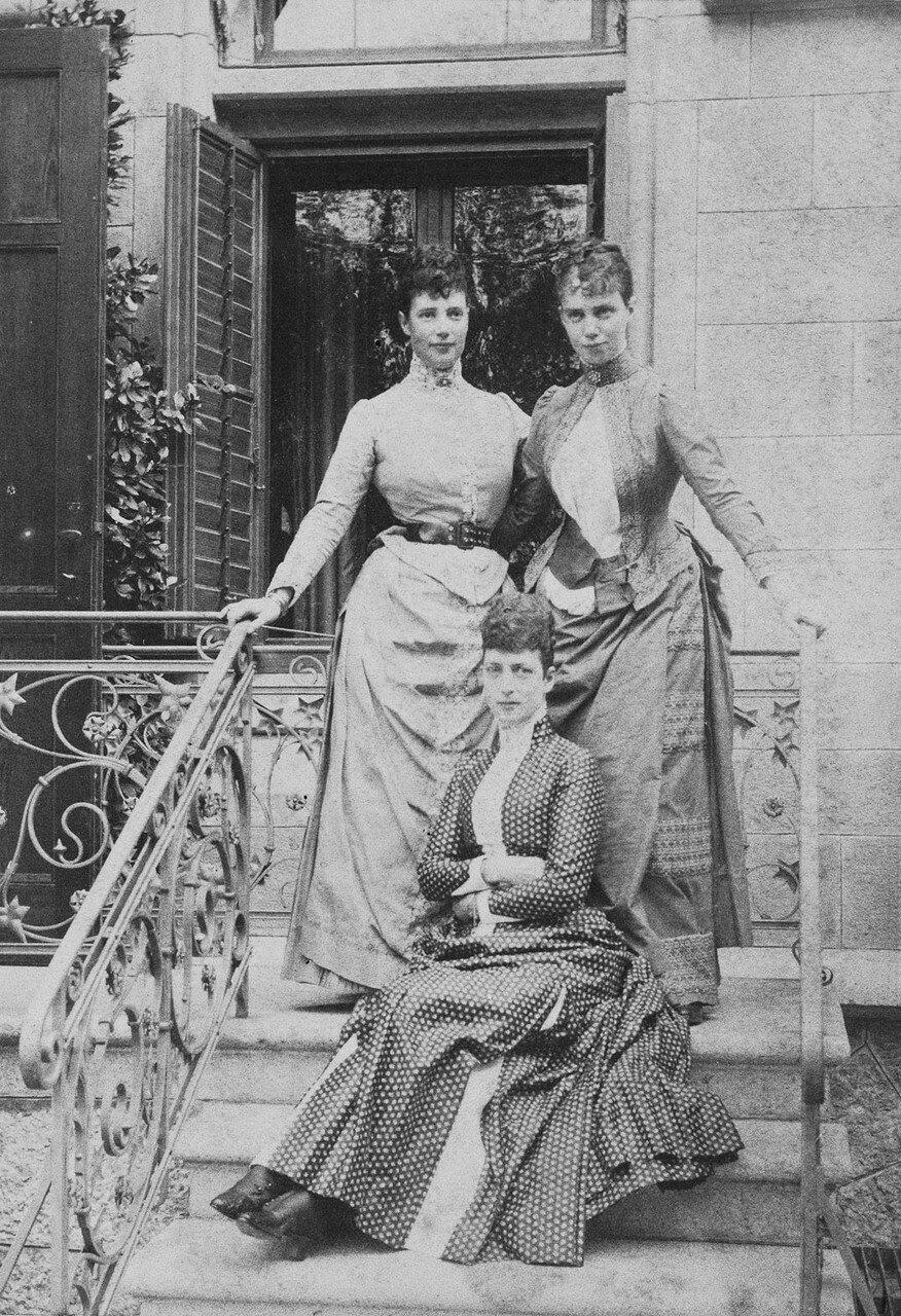 1888. Александра Датская, императрица Мария Фёдоровна и Тира, принцесса Датская