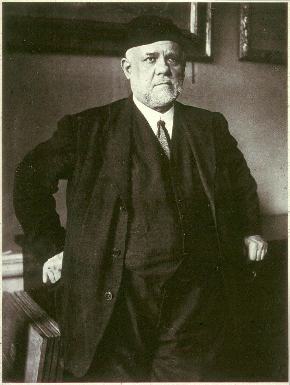 1934. Амбруаз Воллар, один из самых значительных торговцев произведениями искусства (маршанов) в Париже