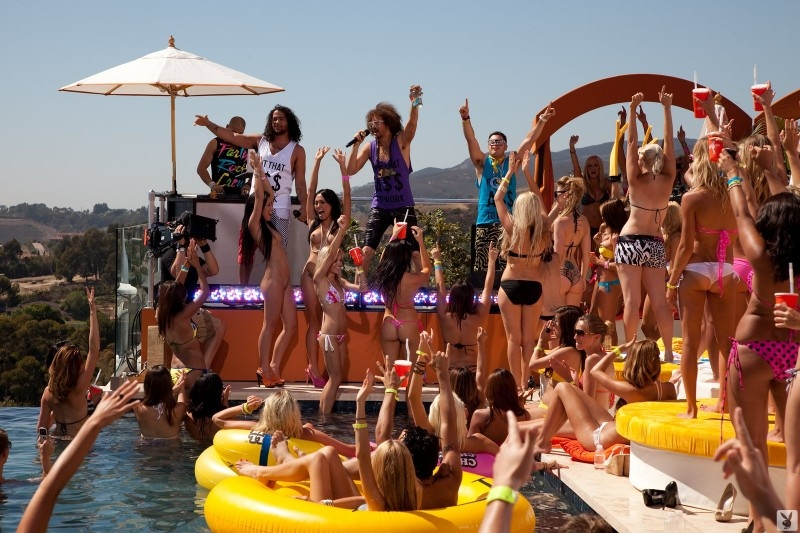 Playboy Beach House Party (74 фото)