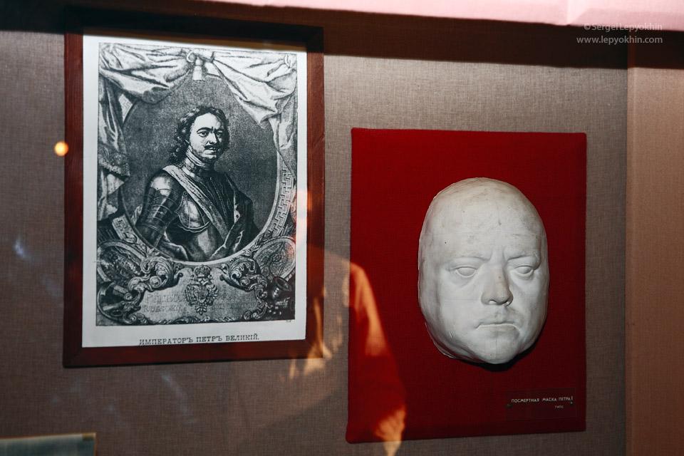 Посмертная гипсовая маска Петра I. Акция «Ночь в музее» в Волгоградском областном краеведческом музее.