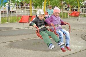 Городская игровая программа «Пускай смеются дети» прошла в Артеме