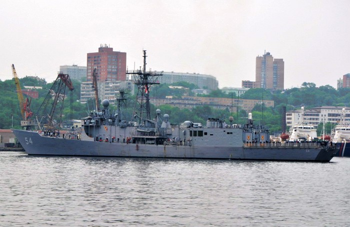 Во Владивостоке с неофициальным визитом находится ракетный фрегат ВМС США «Форд»